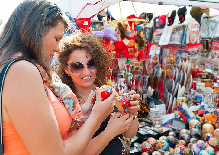 Tržiště nabízí dekorace z dovolené v nepřeberném množství (Zdroj: Depositphotos)