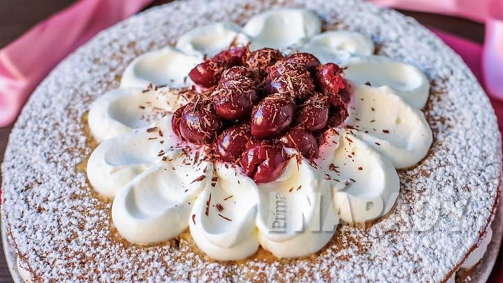 Recept na šlehačkový dort s višněmi: místo višní použije třešně, ostružiny, maliny, borůvky, brusinky či jahody