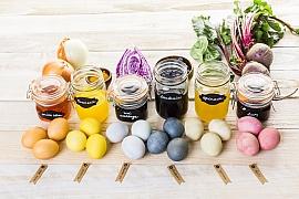 Tipy na přírodní barvení vajíček