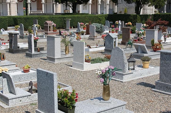 Jak vyčistit náhrobek? Nejprve musíme vědět, z jakého kamene je (Zdroj: Depositphotos)