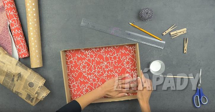 Závěsná papírová polička: vylepte vnitřní část krabic