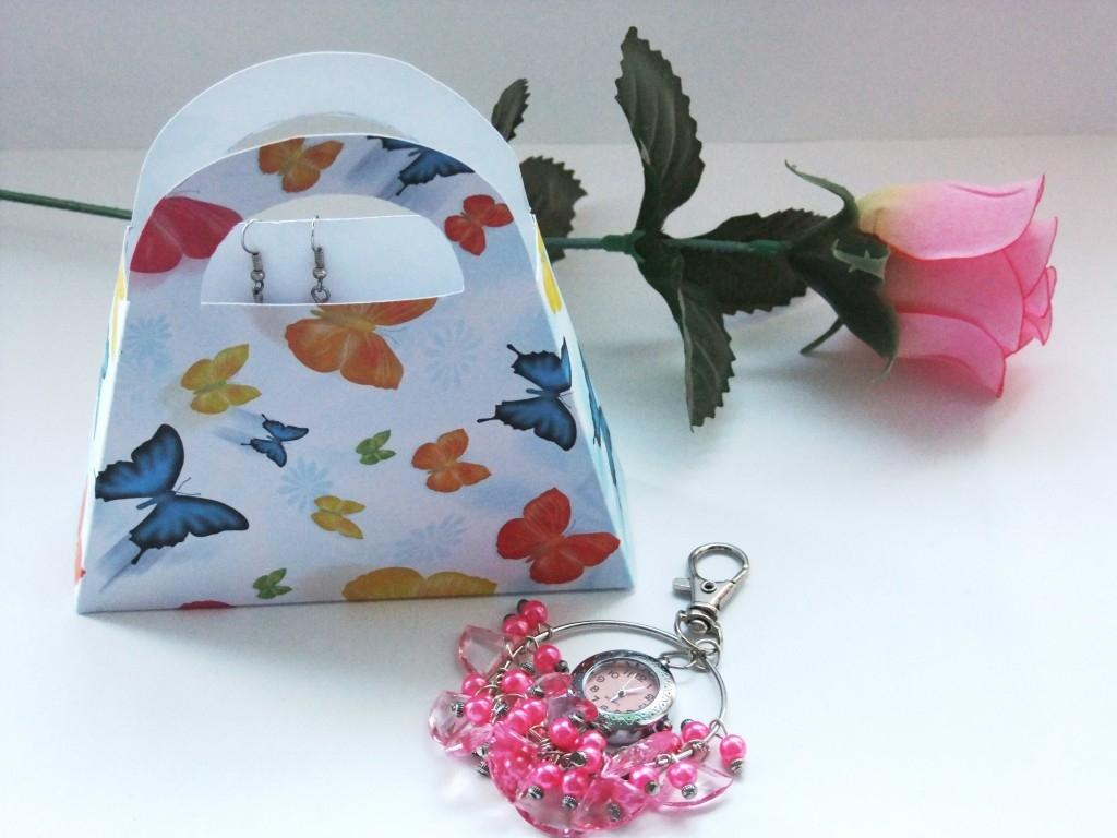 Vyrobte si z papíru taštičku na drobné dárky a šperky