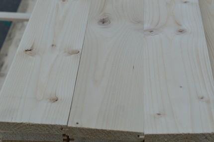 Dřevěné podlahy kvality C (industrie) jsou vhodné do technických místností, dílen, garáže nebo zahradního domku