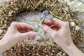 Vyrobte si věnec s velikonoční tématikou z přírodnin