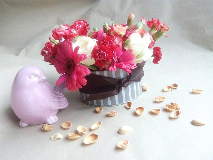 Hotová dekorace z květin ozdobí interiér (Zdroj: Adriana Dosedělová)