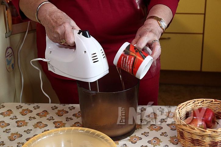 Perník se strouhanými jablky a kokosem: připravíme si těsto