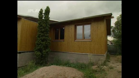 Stavba chaty z dřevěných panelů