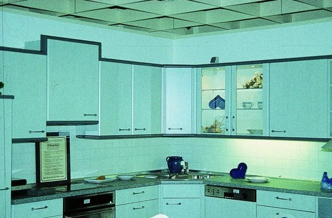 Seriál o hmoždinkách - Nástěnná kuchyňská skříňka