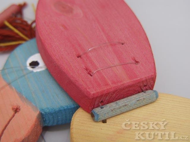 Jak vyrobit závěsnou dřevěnou hračku – papoušek