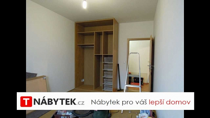 Výroba skříně s posuvnými dveřmi