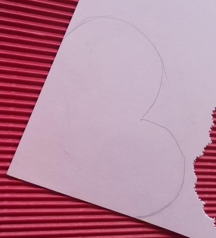 Postup na výrobu papírového věnečku ve valentýnském duchu
