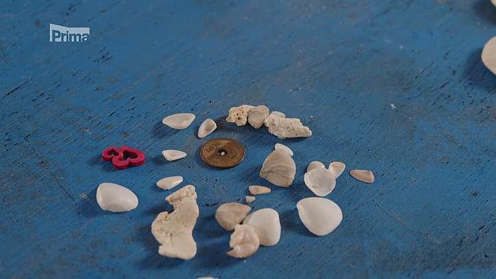 Připravte si dekorace, třeba mušličky a kamínky z letní dovolené