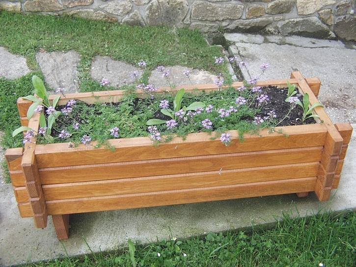 Truhlíky a květináče v dřevěných obalech