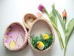 Upleťte si jednoduchý velikonoční košíček ve tvaru vajíčka