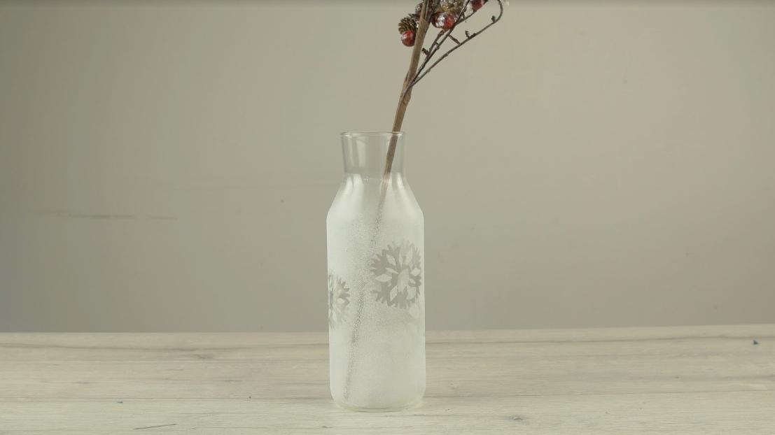 Ledová váza s dekorem vloček: Na co se může hodit zubní pasta?