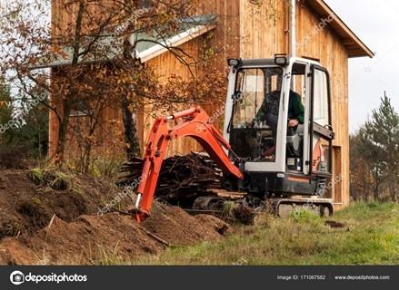 Výkopové práce pod domem