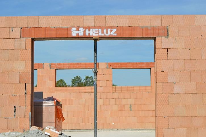 Společnost HELUZ pomáhá stavebníkům v současné obtížné situaci (Zdroj: HELUZ)