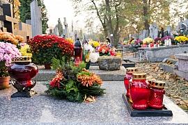 Zdobení hrobů na Dušičky