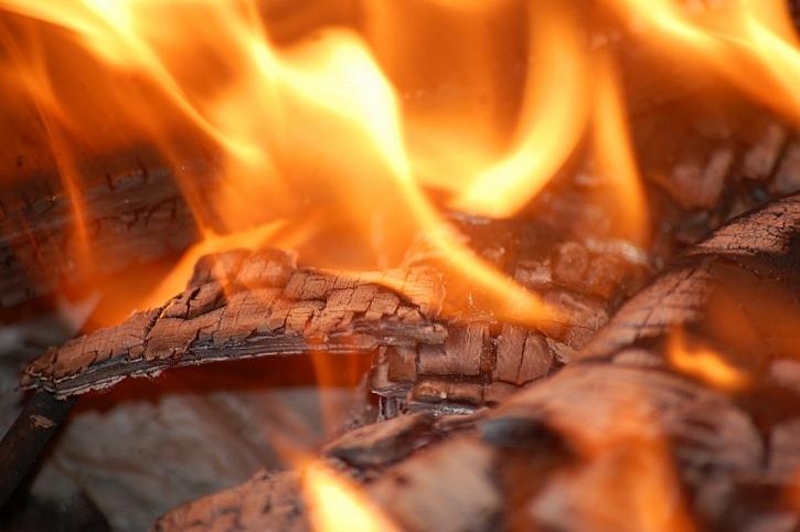KNAUF zve odbornou i širokou veřejnost na výjimečnou ukázku pálení dřevostavby