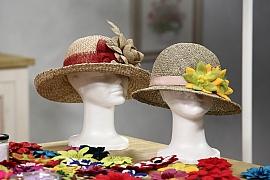 Květina na klobouk i na klopu: Brož zplsti