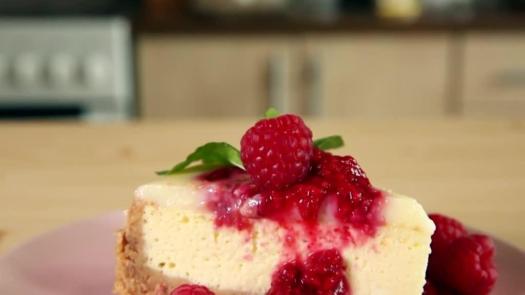 Udělejte rodině malinový cheesecake