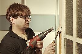 Jak postupovat při renovaci barvy futer?