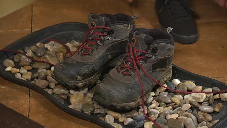 Praktický pomocník na zablácené boty