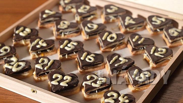 Skvělý adventní kalendář  se dá udělat i z vánočního cukroví