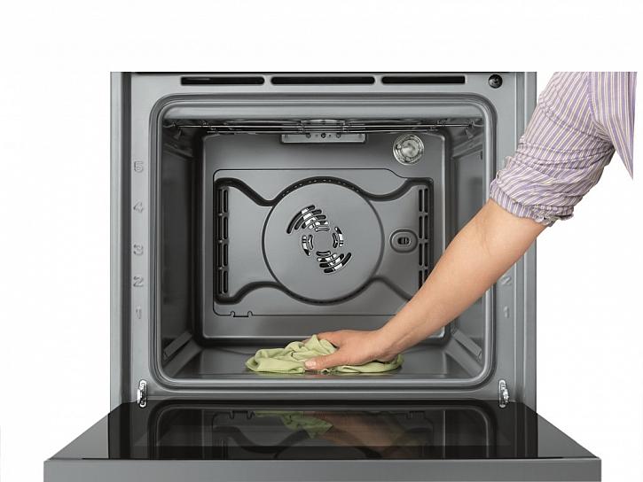 Po nenáročné přípravě pokrmů troubu snadno vyčistíte s pomocí páry díky technologii SmartClean™