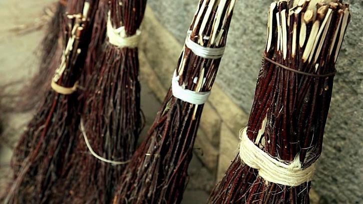 Tradiční výroba březových metel 1