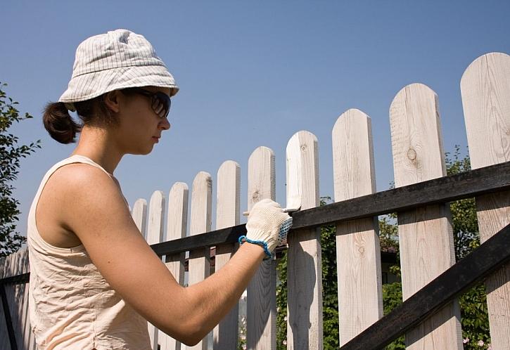 Když renovujeme staré a zašlé..., neobejde se to bez kvalitních barev a laků