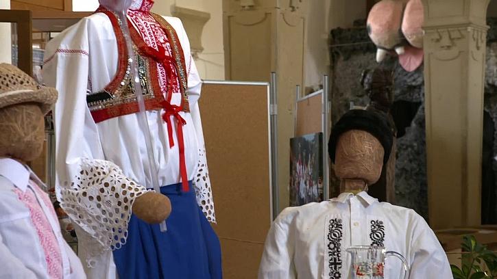 Chcete se seznámit s tradičními českými a moravskými kroji?(Zdroj: Netradiční sbírka tradičních krojů)