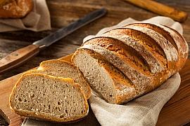 Jak chutně zužitkovat starý chleba aneb 8nápadů, abyste nepromarnili už ani korunu