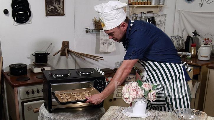 Recept na banánové sušenky s čokoládou: placičky pečte 15 až 20 minut