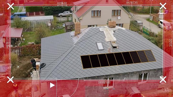 Proběhla montáž fotovoltaických panelů na střechu