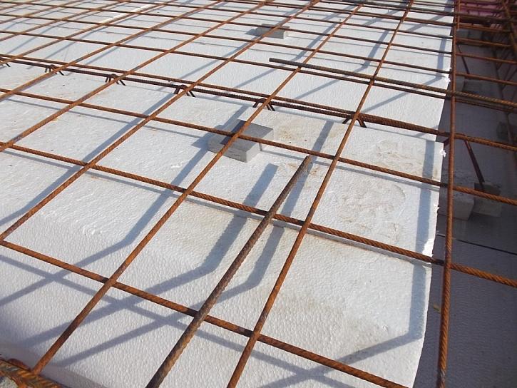 11) Plošné vyztužení roznášecí desky