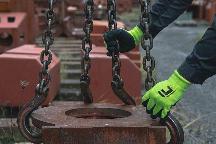 Své ruce ochráníte snadno s pomocí vhodných pracovních rukavic (Zdroj: CERVA GROUP a.s.)