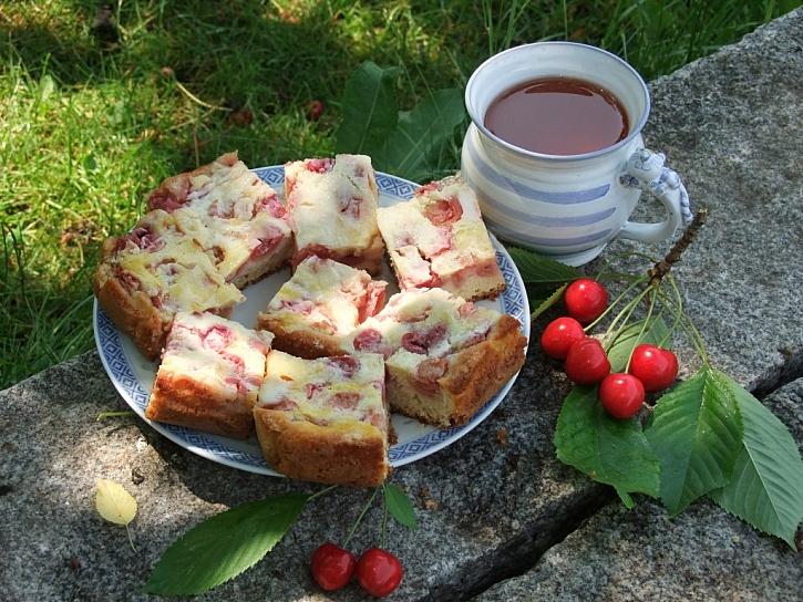 Křehký koláč s třešněmi