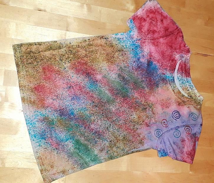 Sypaná batika je zajímavou technikou pro dekoraci látek (Zdroj:  Silva Pokorná)