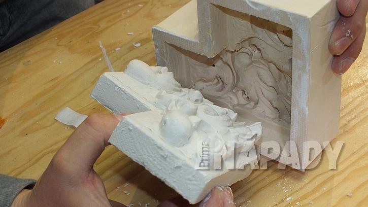 Jak vyrobit plastickou ozdobu: sádrový odlitek vyklopíme z formy