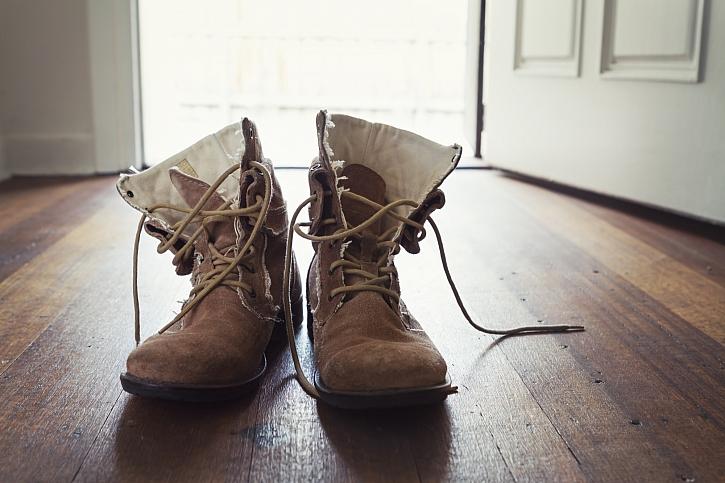 Je čas na nové boty na zahradu a do dílny (Zdroj: Depositphotos)