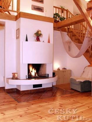 Topení dřevem není přežitek aneb topíme v krbech a kachlových kamnech