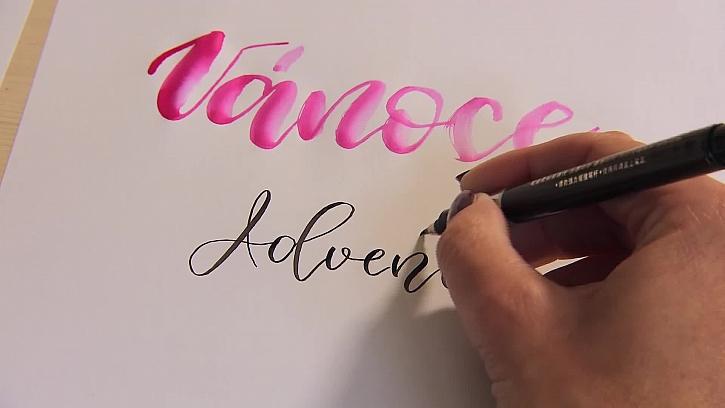 Psaní kaligrafickým štětcovým fixem