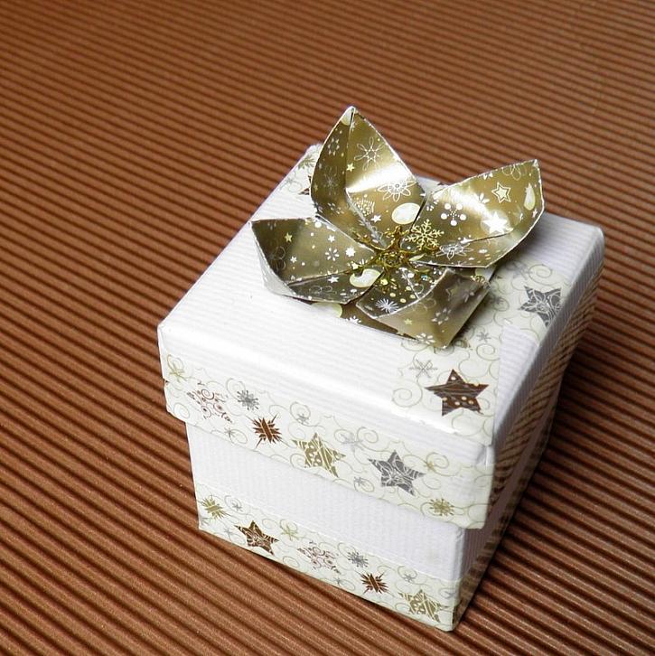 Balení dárků bez balícího papíru – tipy na výrobu dárkových krabiček