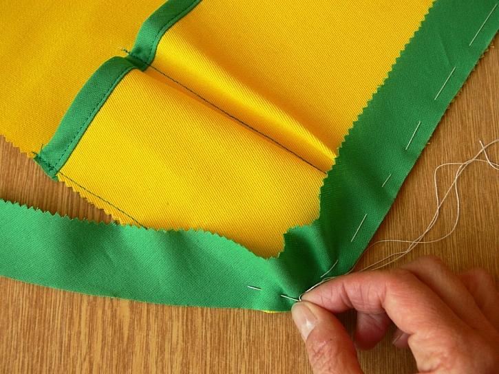 Výroba ubrusu s kapsami na camping