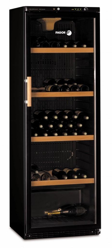 Větší archiv vína