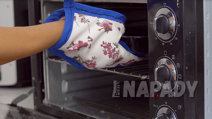 Kuchyňský chňapka ve tvaru rukavice