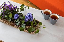 Jak si vkusně odekorovat stůl květinami?