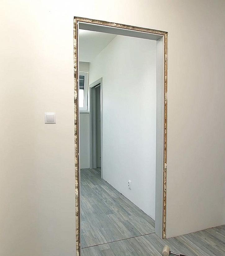 Zárubně připraveny pro montáž dveří