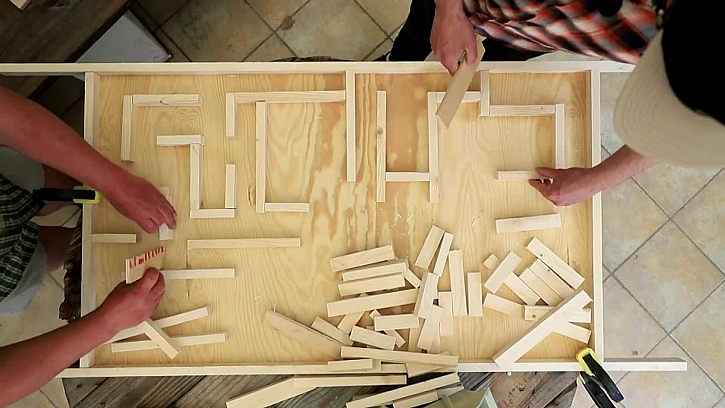 Vyskládejte labyrint